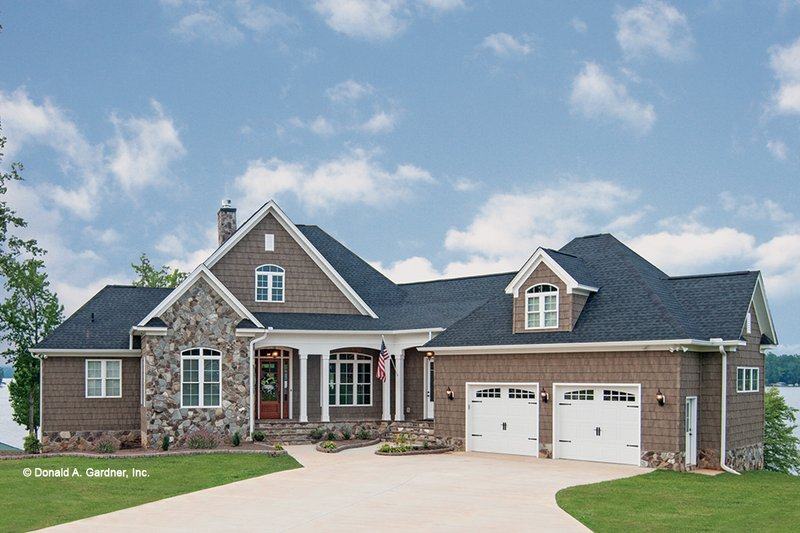 Craftsman Style House Plan - 3 Beds 3.5 Baths 3022 Sq/Ft Plan #929-26 Exterior - Front Elevation