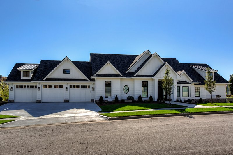 Architectural House Design - Ranch Exterior - Front Elevation Plan #70-1467