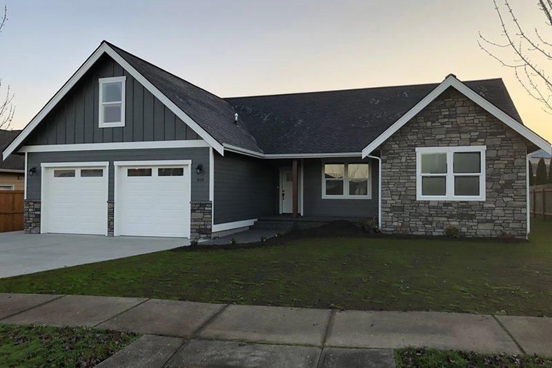 Home Plan - Craftsman Exterior - Front Elevation Plan #1070-46