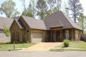 Traditional Exterior - Front Elevation Plan #8-105