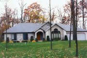 Traditional Style House Plan - 3 Beds 2.5 Baths 1750 Sq/Ft Plan #421-124