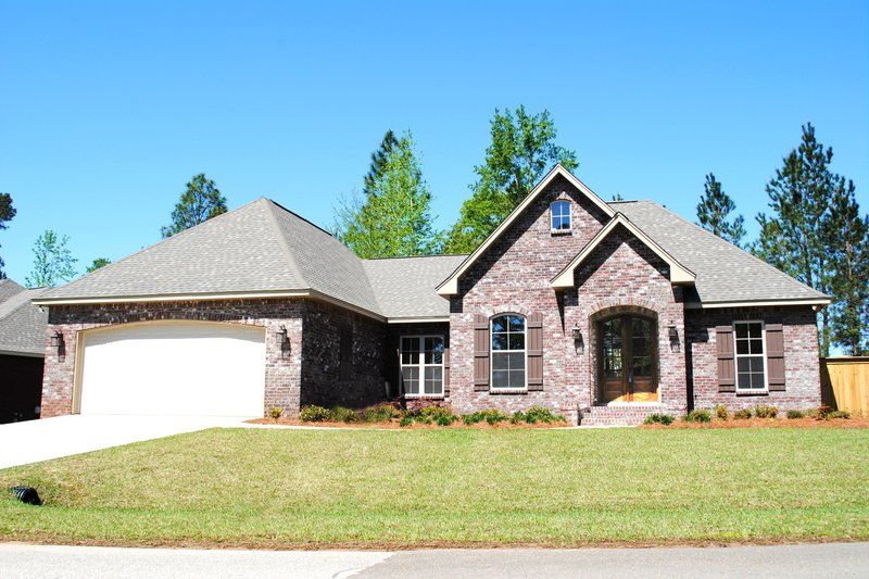 Dream House Plan - 2600 square foot traditional home
