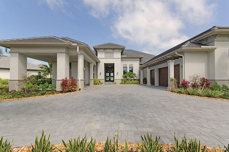 Contemporary Style House Plan - 5 Beds 4.5 Baths 4159 Sq/Ft Plan #930-509 Exterior - Front Elevation