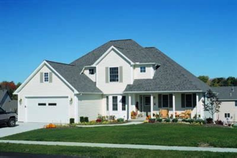 Traditional Exterior - Front Elevation Plan #20-680 - Houseplans.com