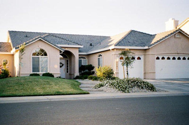 Dream House Plan - Mediterranean Exterior - Front Elevation Plan #437-19