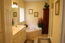 Traditional Interior - Master Bathroom Plan #21-139