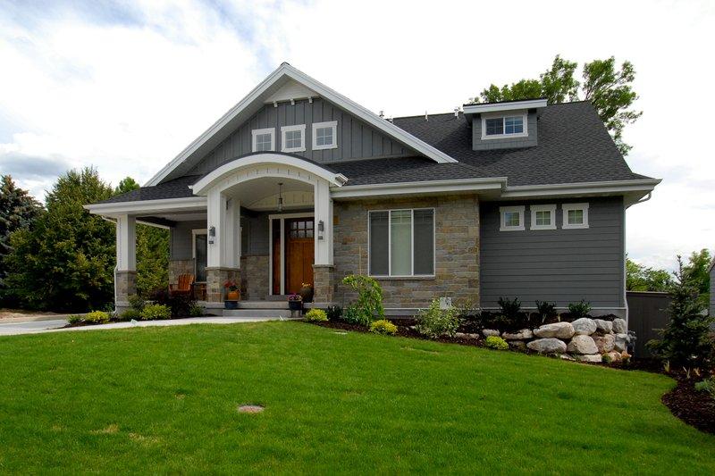 Home Plan - Bungalow Exterior - Front Elevation Plan #920-99
