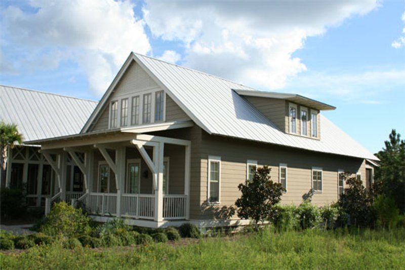 Beach Style House Plan - 4 Beds 3.5 Baths 2802 Sq/Ft Plan #443-8