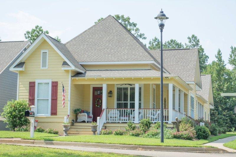House Plan Design - Farmhouse Exterior - Front Elevation Plan #430-86