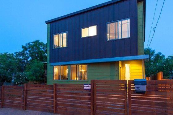 Modern Exterior - Front Elevation Plan #450-5