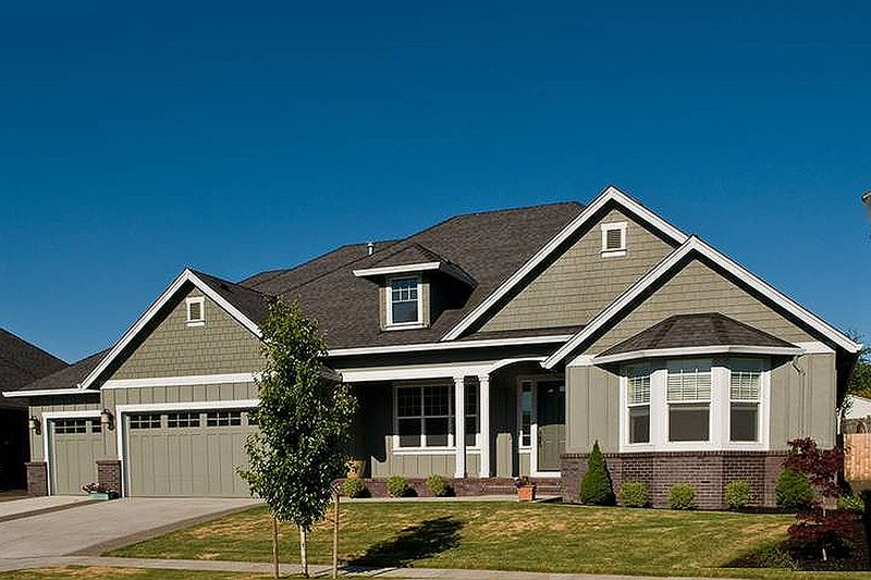 Home Plan - Front View - 2600 square foot Traditional home