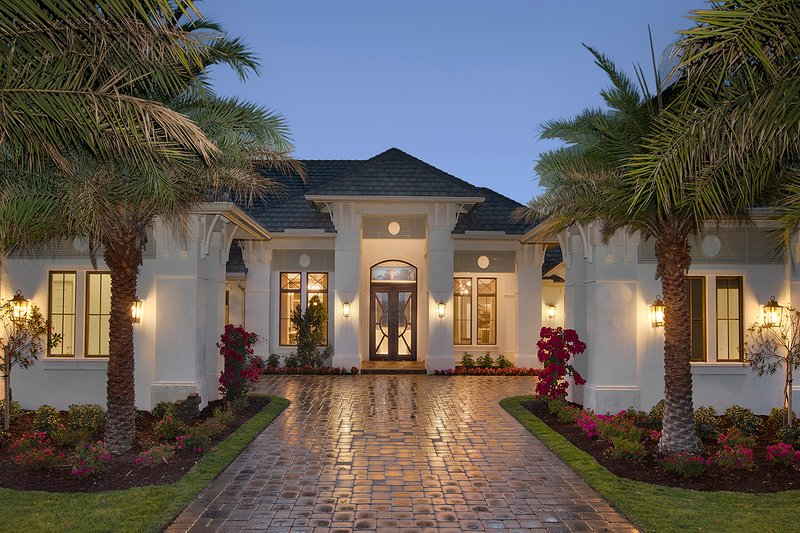 Mediterranean Style House Plan - 4 Beds 4.5 Baths 4817 Sq/Ft Plan #27-560