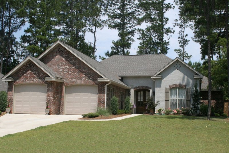 Dream House Plan - Traditional Exterior - Front Elevation Plan #430-75