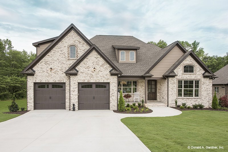 House Plan Design - Traditional Exterior - Front Elevation Plan #929-792
