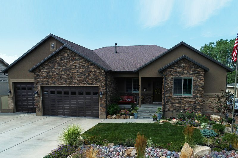 Ranch Style House Plan - 2 Beds 2.5 Baths 2446 Sq/Ft Plan #1060-43 Exterior - Front Elevation