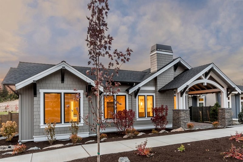 Dream House Plan - Craftsman Exterior - Front Elevation Plan #895-82