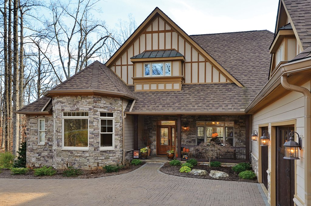 European style house plan 4 beds 3 5 baths 2673 sq ft for Bay house plans