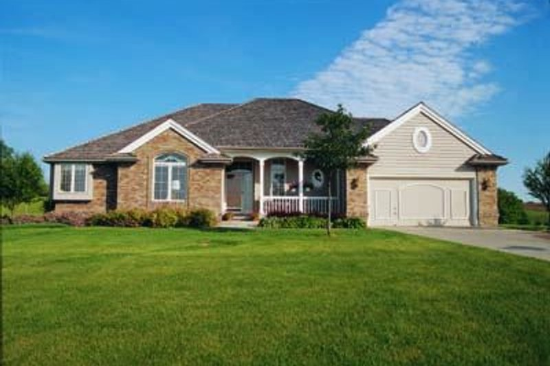 Dream House Plan - Traditional Exterior - Front Elevation Plan #20-560