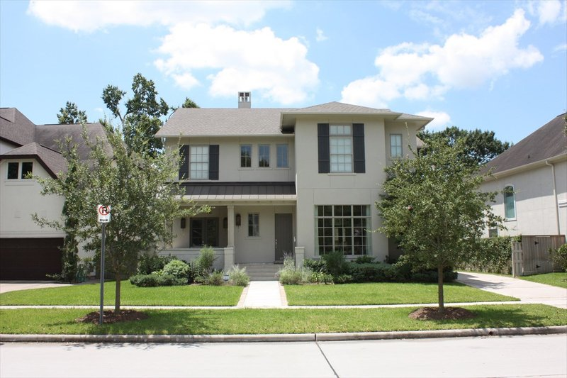 Traditional Style House Plan - 4 Beds 3.5 Baths 4272 Sq/Ft Plan #449-23 Exterior - Front Elevation