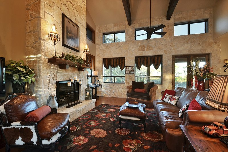 Ranch Interior - Family Room Plan #140-149 - Houseplans.com