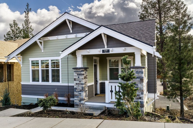 Craftsman Style House Plan - 2 Beds 1 Baths 980 Sq/Ft Plan #895-55 Exterior - Front Elevation