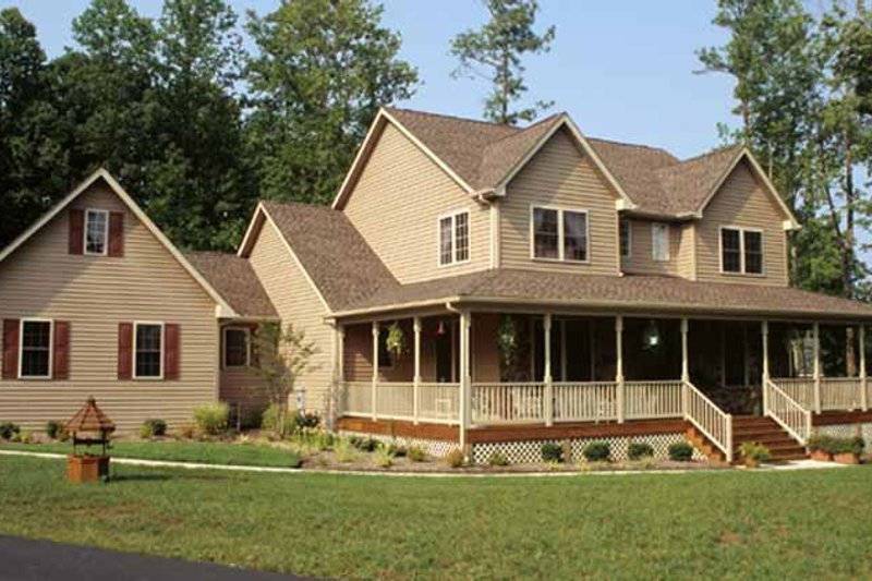 Country Style House Plan - 4 Beds 3 Baths 2252 Sq/Ft Plan #20-2041