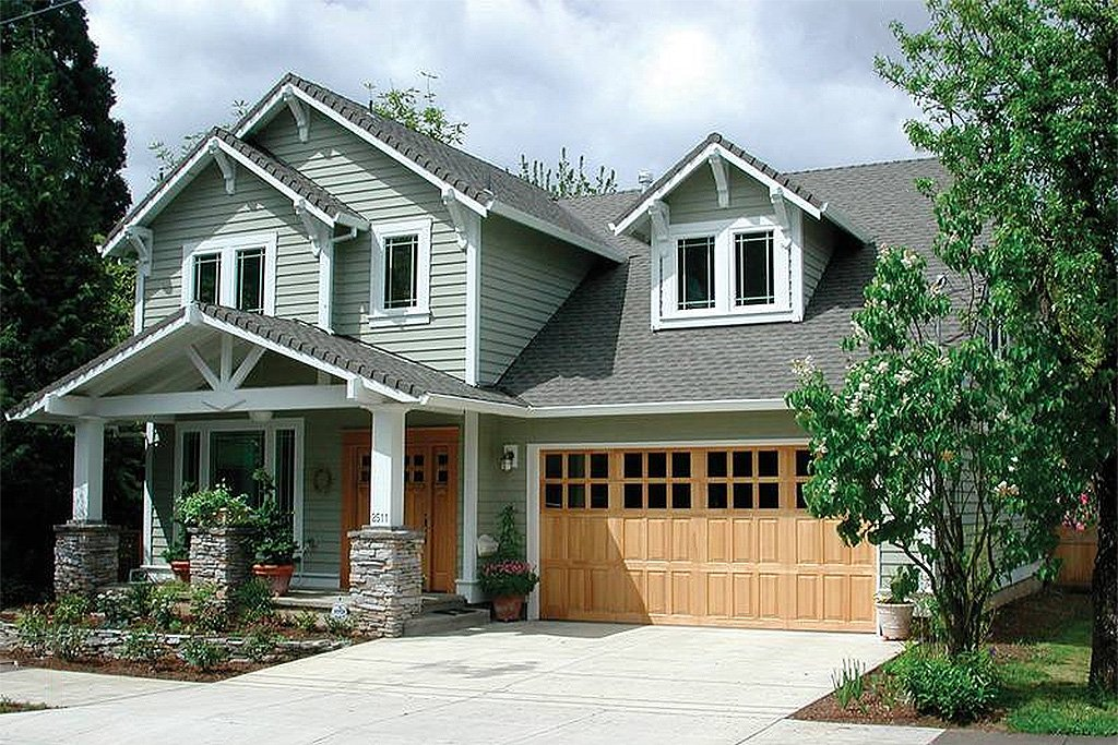 Craftsman style house plan 4 beds 2 5 baths 1946 sq ft for Craftsman vs mission style