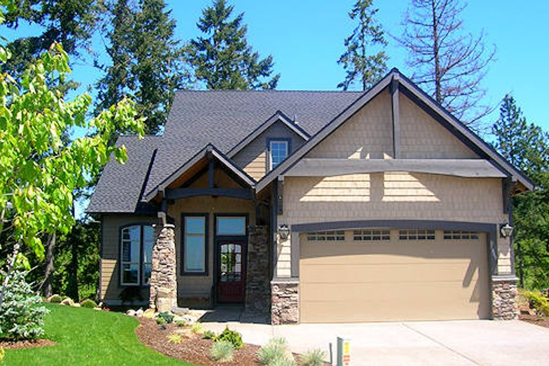 Bungalow Style House Plan - 3 Beds 2.5 Baths 2524 Sq/Ft Plan #133-103 Exterior - Front Elevation