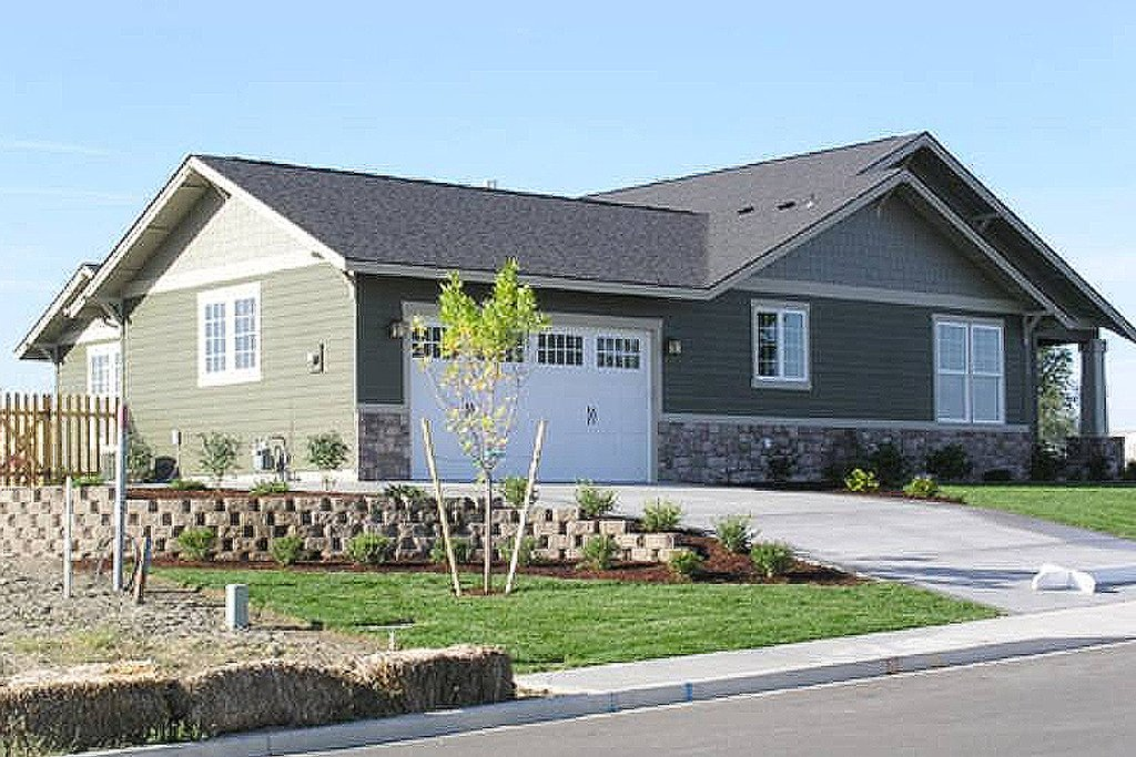 Craftsman style house plan 3 beds 2 baths 1891 sq ft for Craftsman style homes for sale in nh