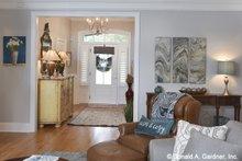Home Plan Design - Craftsman Interior - Entry Plan #929-1025
