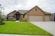 Traditional Style House Plan - 3 Beds 2 Baths 1880 Sq/Ft Plan #65-500 Exterior - Front Elevation
