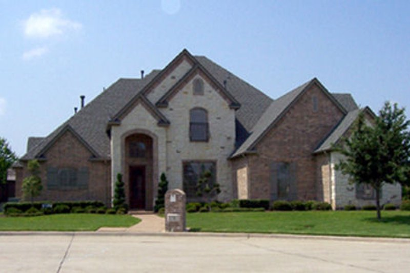 European Style House Plan - 5 Beds 4 Baths 3389 Sq/Ft Plan #84-288 Exterior - Front Elevation