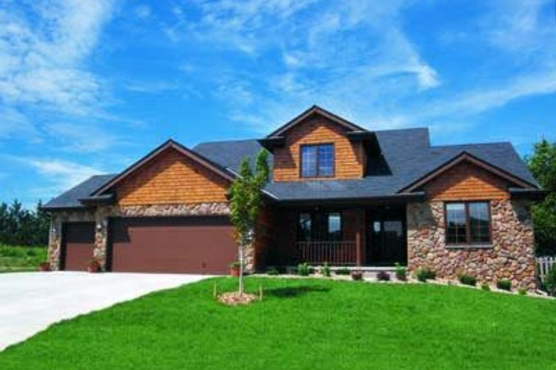 Traditional Exterior - Front Elevation Plan #20-676 - Houseplans.com