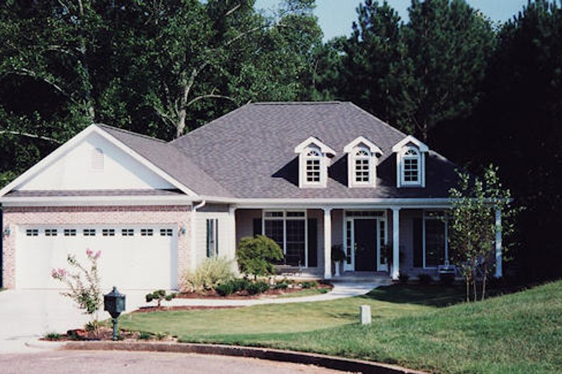 Dream House Plan - Country Exterior - Front Elevation Plan #437-13