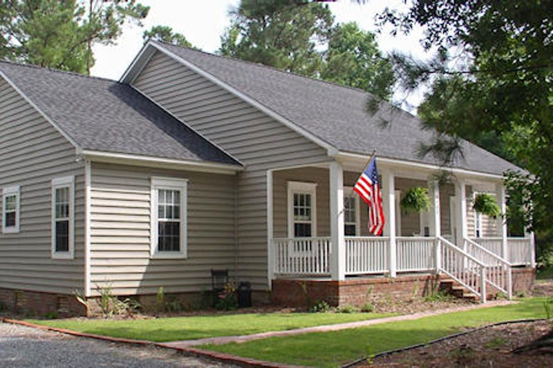 Cottage Style House Plan - 3 Beds 2 Baths 2214 Sq/Ft Plan #44-109 Exterior - Front Elevation