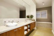 Modern Style House Plan - 5 Beds 2.5 Baths 3882 Sq/Ft Plan #496-1 Interior - Master Bathroom