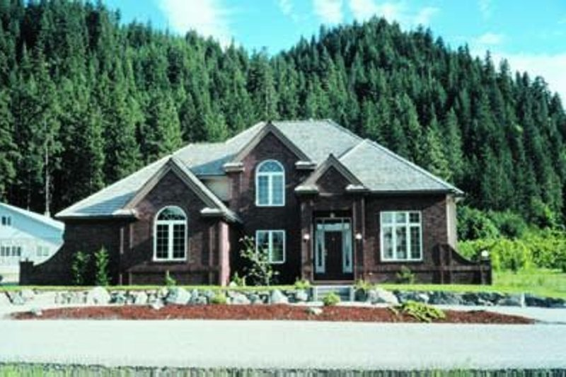 Dream House Plan - Traditional Exterior - Front Elevation Plan #20-1051