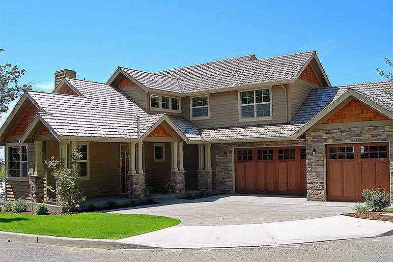 Front View - 3150 square foot craftsman home
