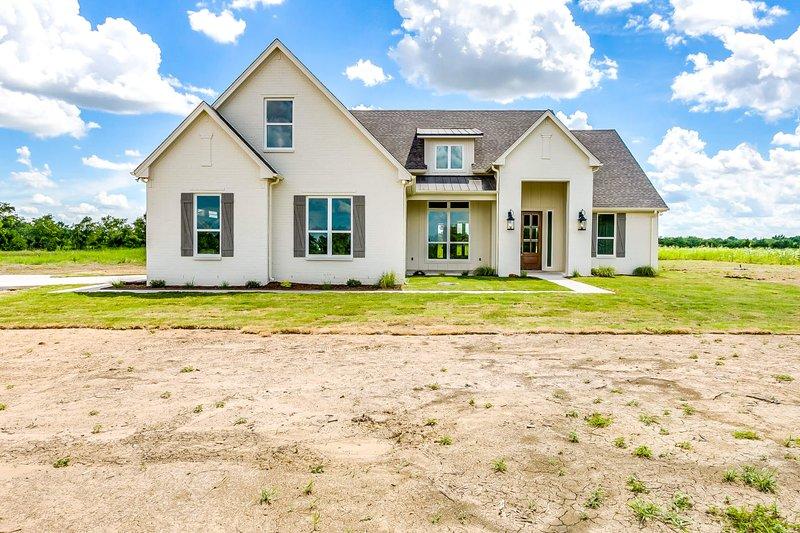 Home Plan - Farmhouse Photo Plan #430-189