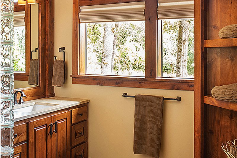 Ranch Interior - Master Bathroom Plan #48-712 - Houseplans.com