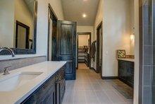 Craftsman Interior - Master Bathroom Plan #892-28