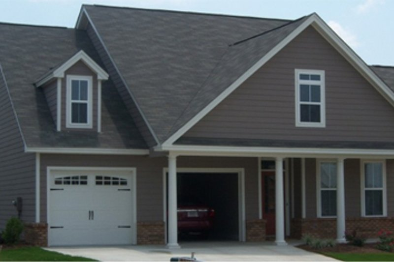 Traditional Style House Plan - 3 Beds 2 Baths 1684 Sq/Ft Plan #63-239 Exterior - Front Elevation