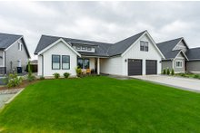 House Plan Design - Farmhouse Exterior - Front Elevation Plan #1070-21