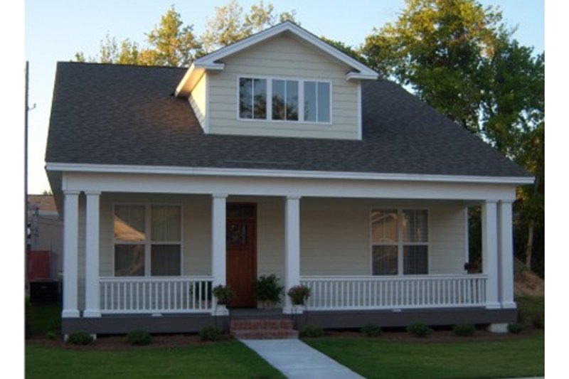 Craftsman Style House Plan - 2 Beds 2 Baths 1302 Sq/Ft Plan #63-272 Exterior - Front Elevation