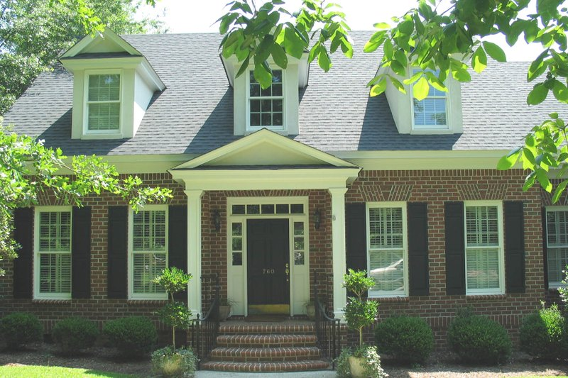 Dream House Plan - Traditional Exterior - Front Elevation Plan #1054-61