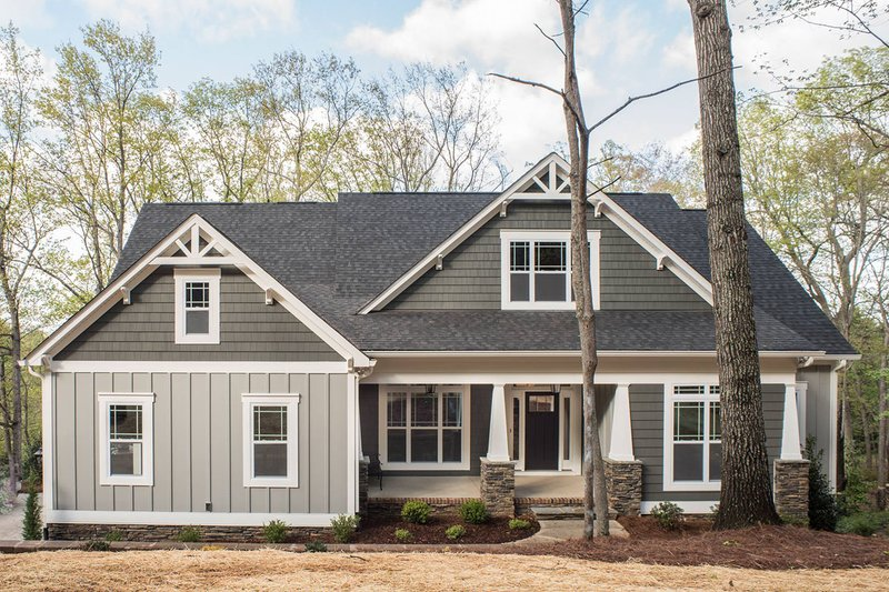 Craftsman Style House Plan - 4 Beds 3 Baths 2644 Sq/Ft Plan #927-25 Exterior - Front Elevation
