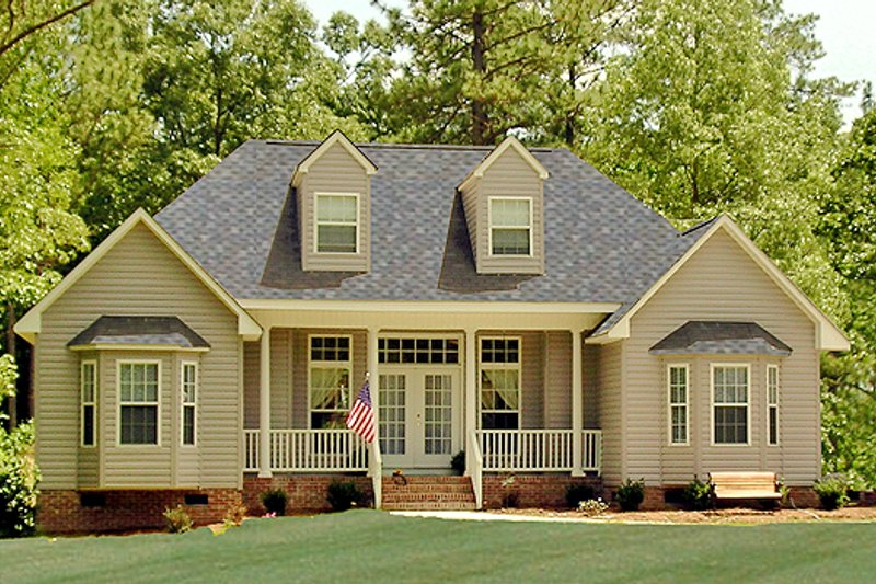 Country Style House Plan - 3 Beds 2 Baths 1380 Sq/Ft Plan #456-2 Exterior - Front Elevation