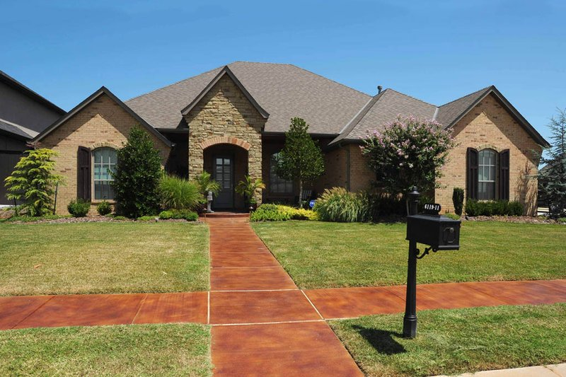 Country Style House Plan - 5 Beds 4 Baths 3353 Sq/Ft Plan #65-528 Exterior - Front Elevation