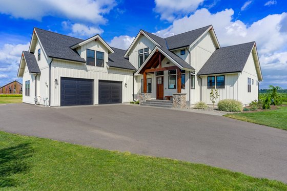 Farmhouse Exterior - Front Elevation Plan #1070-104