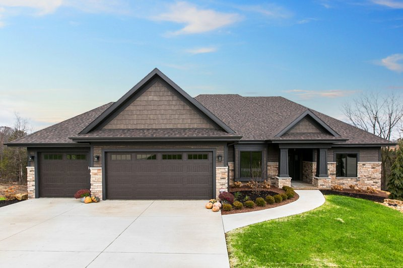 Ranch Style House Plan - 4 Beds 3 Baths 2191 Sq/Ft Plan #70-1498 Exterior - Front Elevation